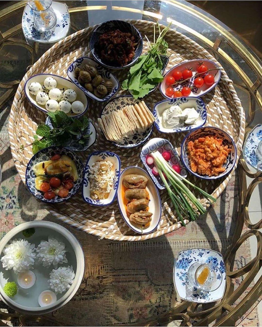 احدث التقديمات On Instagram أصبحنا في حفظ الحافظ ورحمة الخالق يارب أكتب لنا في هذا اليوم كل خير وأسعدنا إنك على كل شي Snacks Breakfast Table Settings