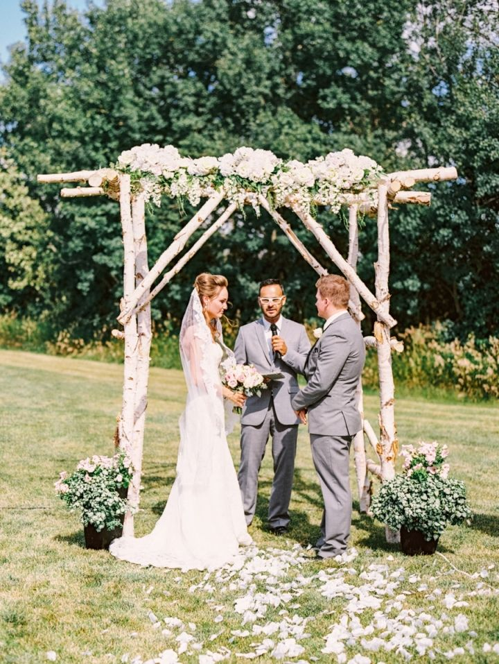 Blush toned for rustic country meets elegance farm wedding | Pretty wooden arbor for Outdoor wedding ceremony #weddingceremony #farmwedding #chappah #weddingarbor