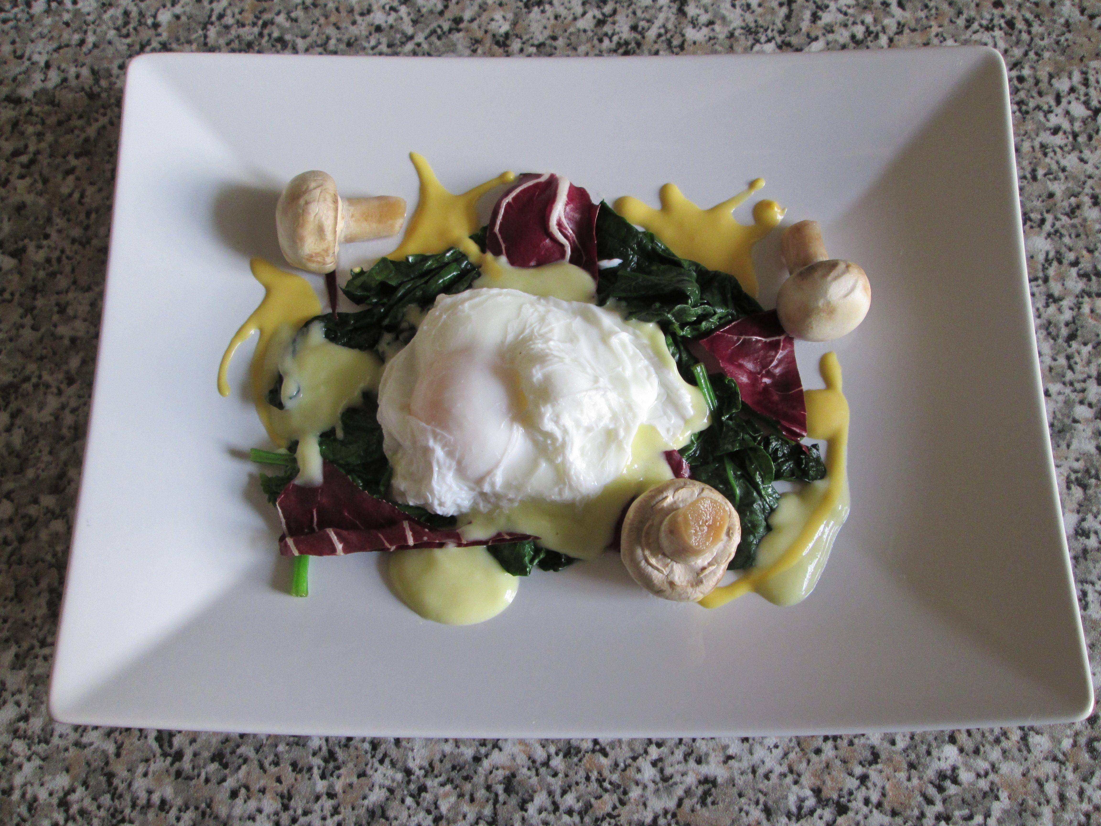 Œuf poché petite forêt de légumes et de sauce berneaise Gino D'Aquino