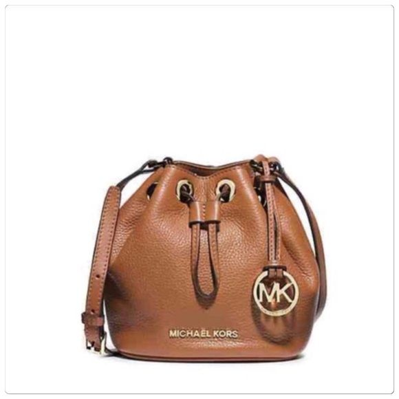 Michael Kors leather bucket bag Michael Kors small drawstring bucket purse.  Made of pebble leather. Measures approx 7x7x3. Brand new with tags. 068e2e3ebb285