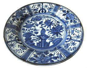 17a japonesa Arita azul y blanco del cargador de porcelana