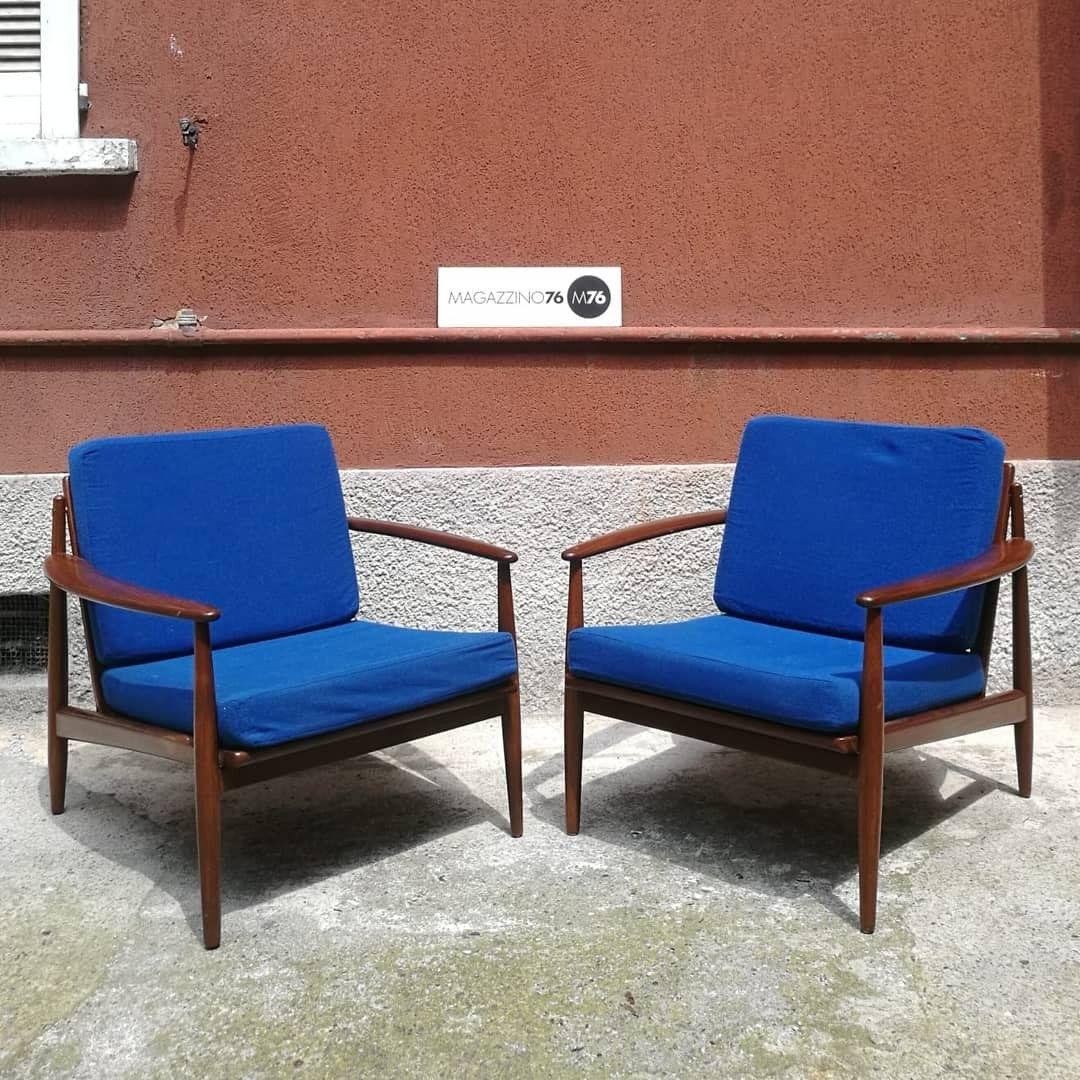 Poltrone Di Design Outlet.Una Coppia Di Poltrone Anni 60 Danesi In Teak Massello Con Seduta