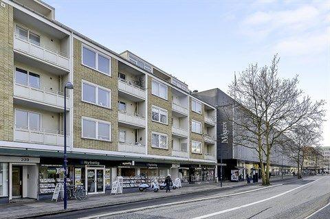 Klampenborgvej, Lyngby - med Lyngby Storcenter i baggrunden... | Lyngby & Virum