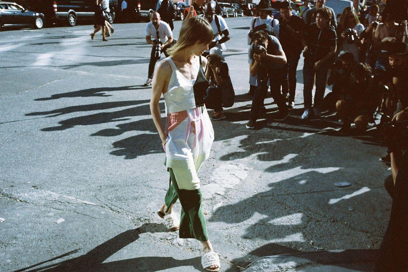 都会的なスポーティスタイルで魅せるシティガール! 【NYコレ by NAM】|ストリートスナップ(フォトグラファー ナム)|VOGUE JAPAN