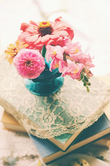 Victorian Fort Vancouver Wedding: Emilia and Ryan - Centerpieces on lace and books