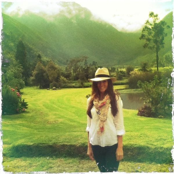 The lovely Amanda Lindhout looking Boho Chic in Ecuador. AND I actually own that same scarf. I'm halfway to that outfit!