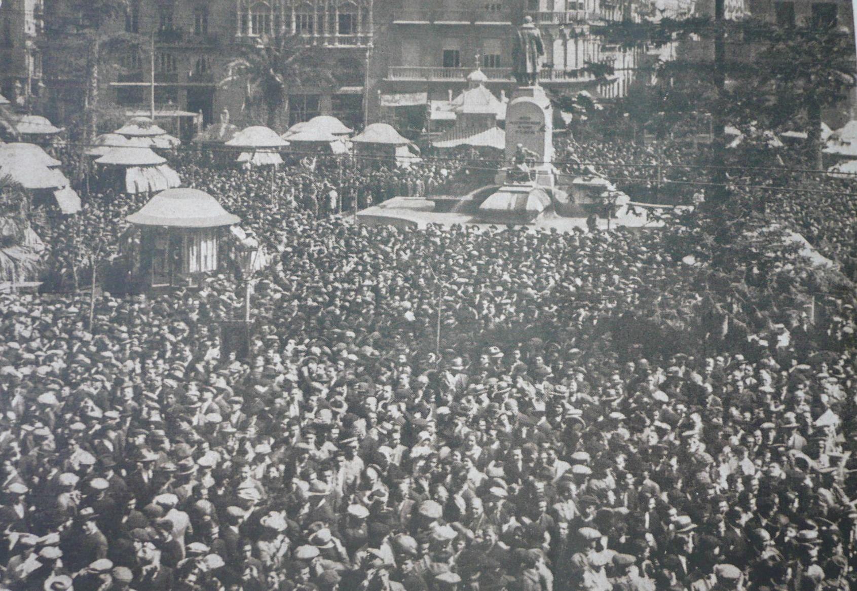Plaza Castelar (1930). Inauguración del carrillón