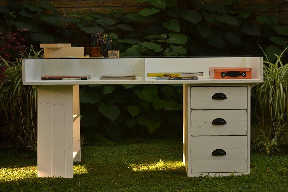 Hicimos un escritorio con maderas de un antiguo deck!