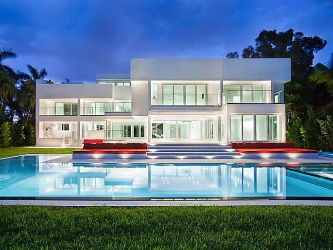 Contemporary mansion with pool