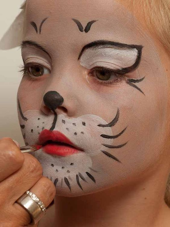 Photo of Face painting cat – lips make up 2
