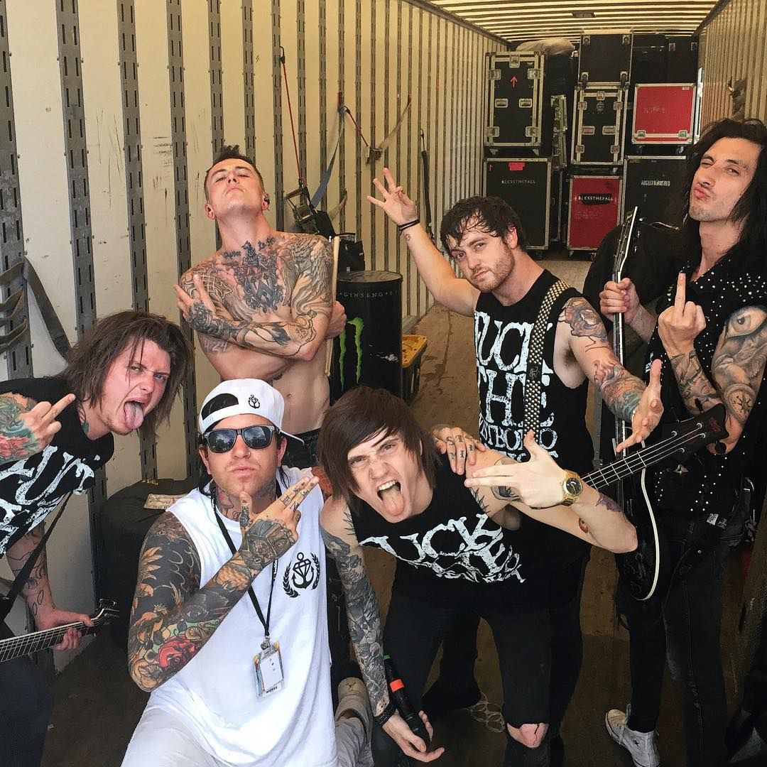lord zilla i just shot denisstoff and became the newest member of asking alexandria squad. Black Bedroom Furniture Sets. Home Design Ideas