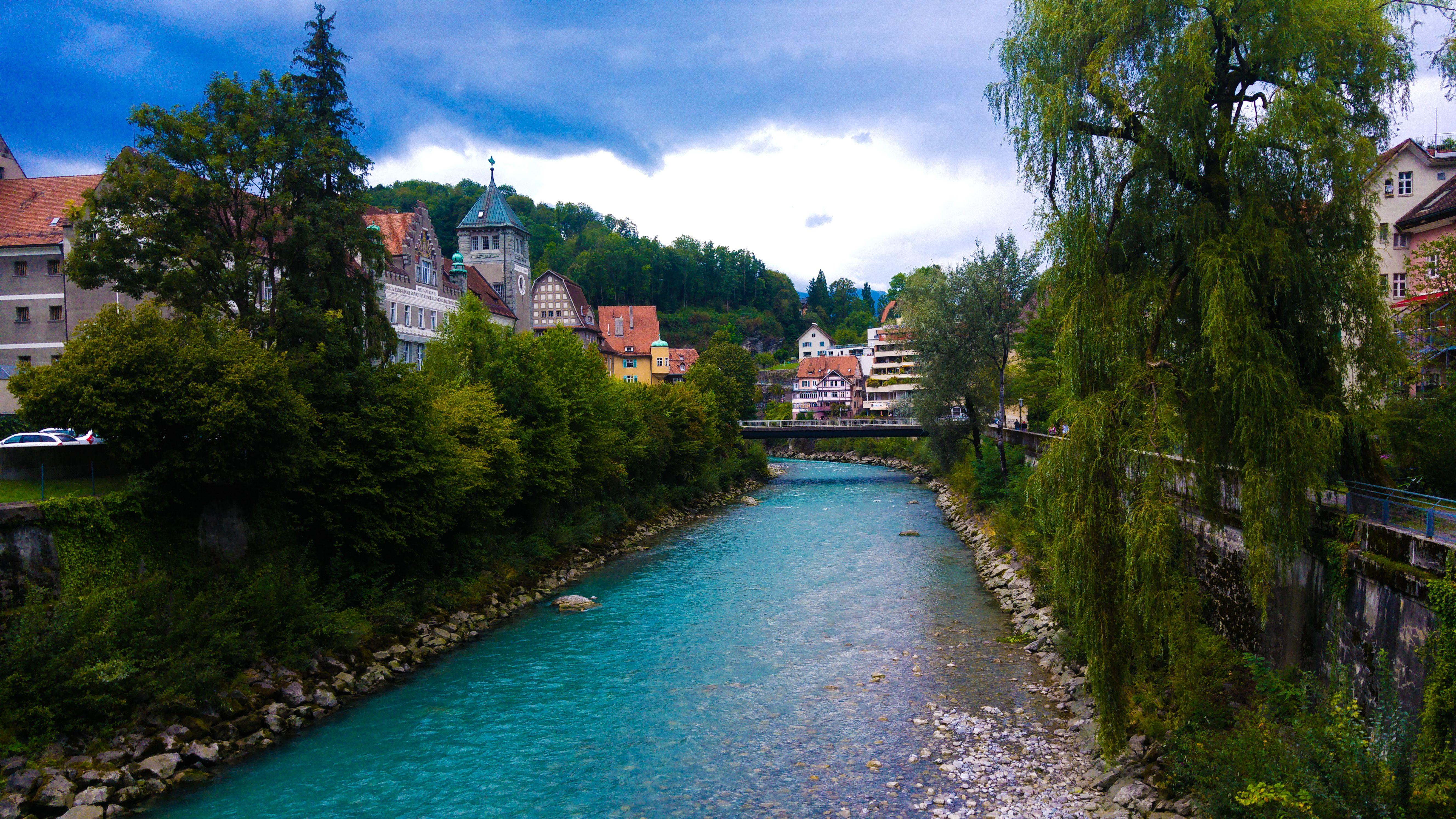 Atravesando el río
