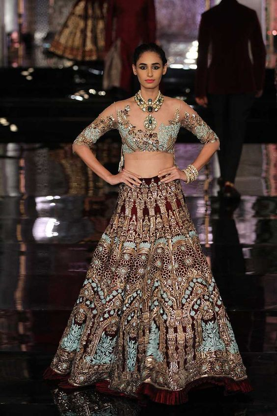b1a27fe95502f8 This rich collection by Manish Malhotra featured gorgeous deeply coloured  silks and stunning nature theme embroidery with flowers and leaves.