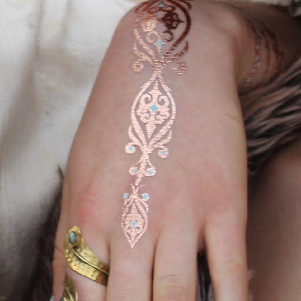 aa81a5d6f Rose gold Indie hand tattoo #rosegold #henna #hennatattoo #indianhands  #indiandesign #mehnditattoo #handjewellery #bohojewellery #bohojewelry ...