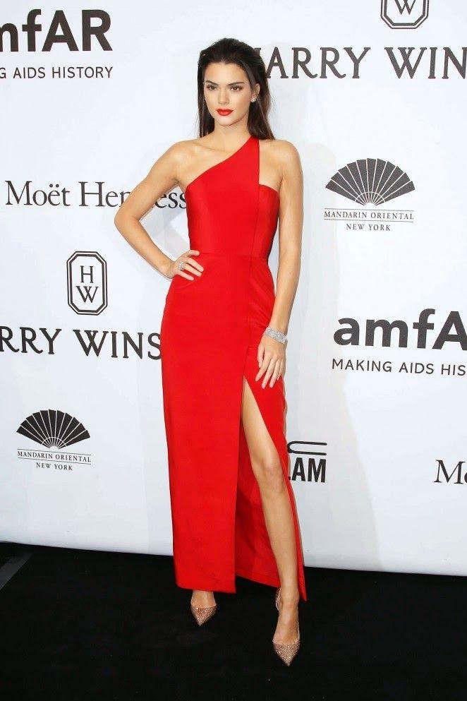 Hily Designs Kendall Jenner y su vestido rojo de Romona Keveza en - schüller küche gala