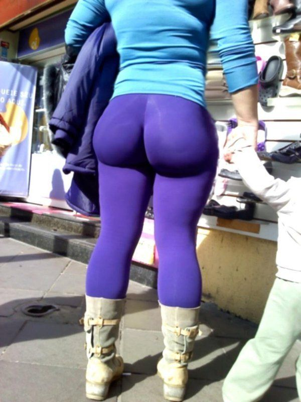 Girls with big butts in yoga pants