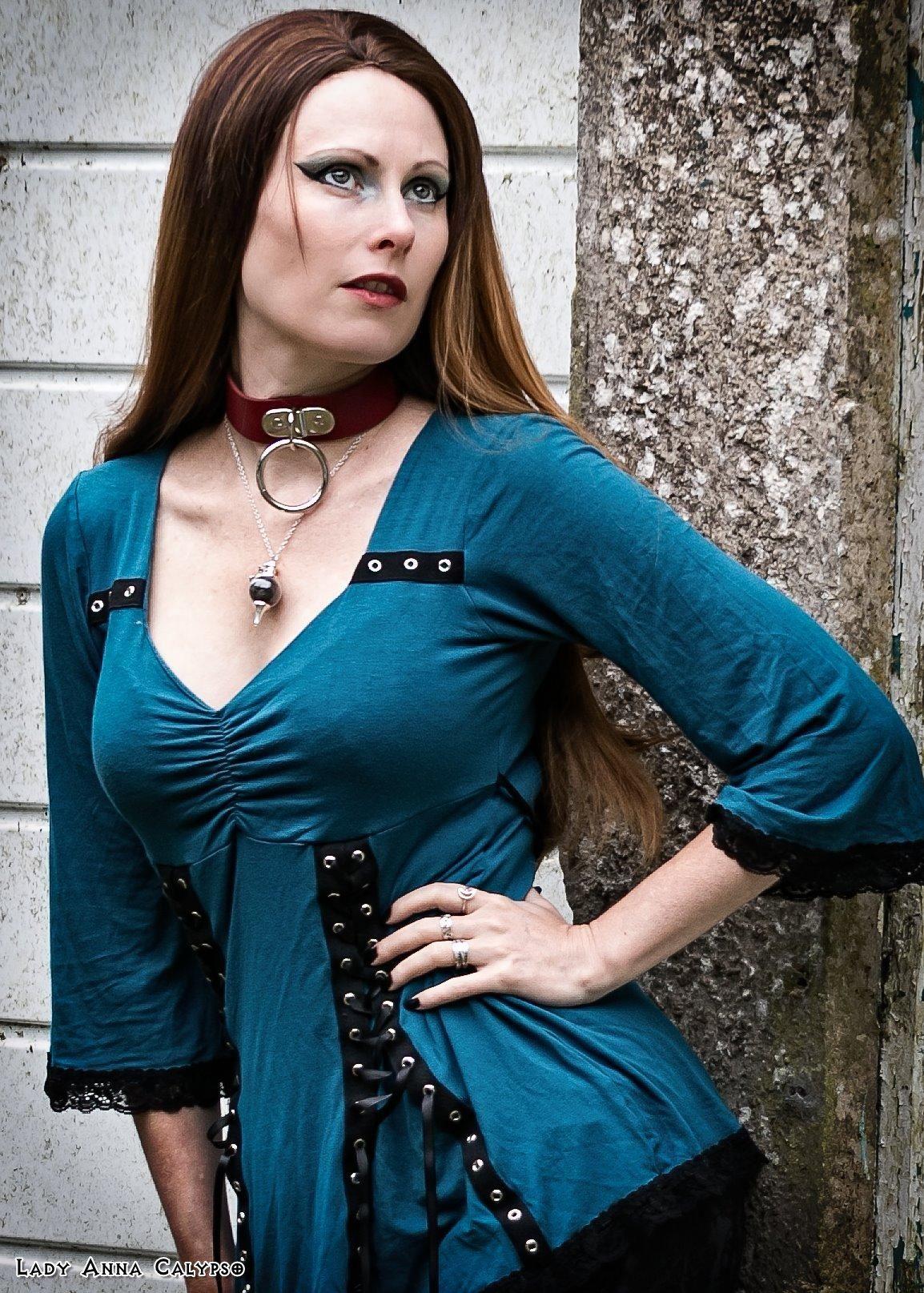 Create a sexy woman