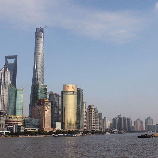 Il panorama mozzafiato del distretto finanziario di Pudong. Qui si trovano la maggior parte delle aziende che ospitano i nostri ragazzi! #stageincina #internshiprograms #programmidistage