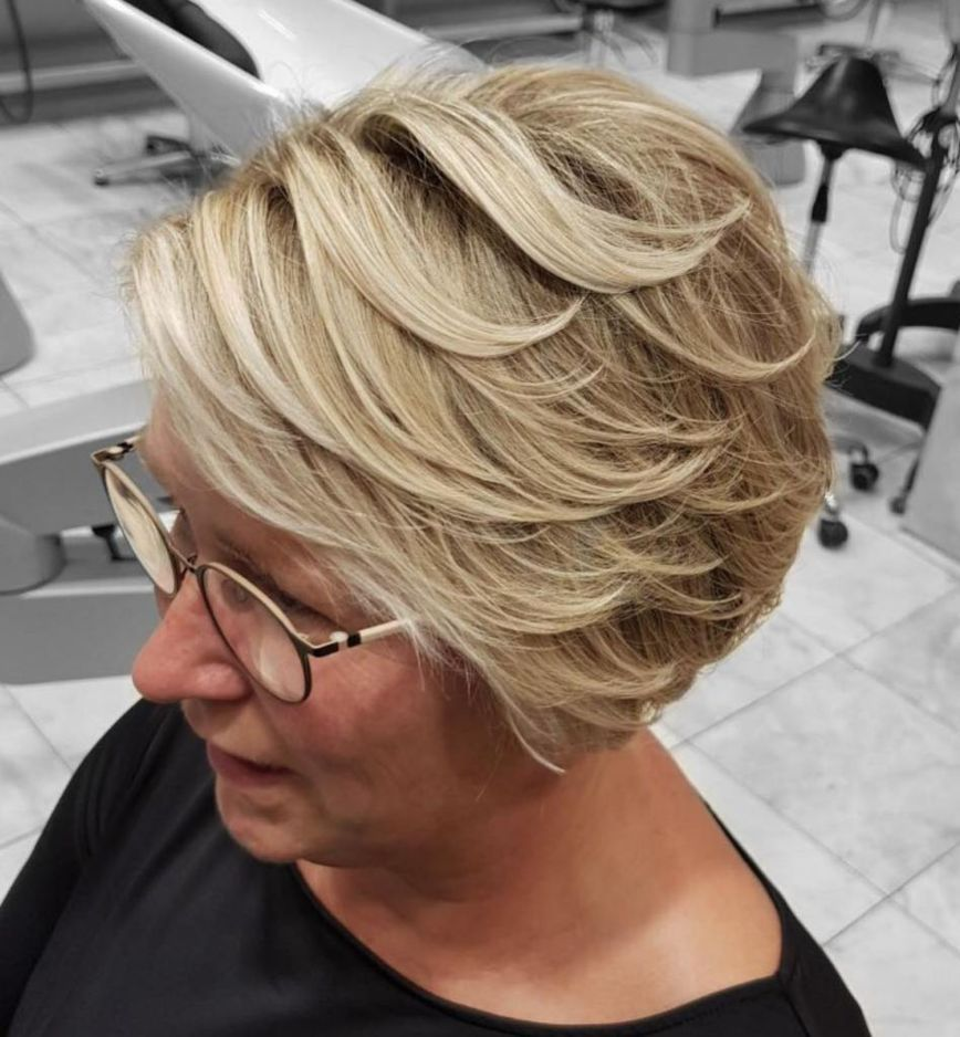 Plus Size Hairstyles For Women Over Pinterest Make Up Medium
