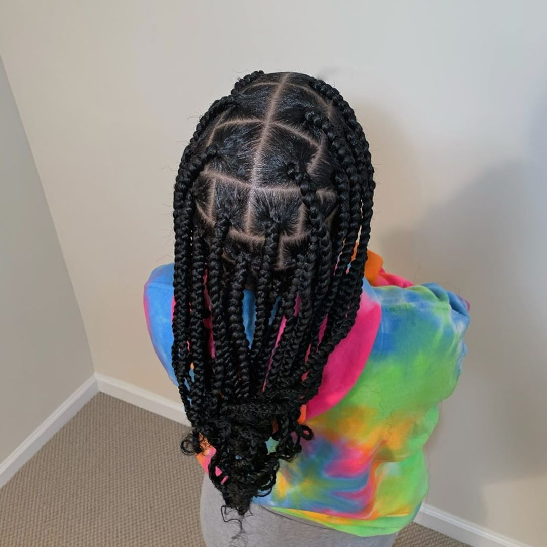 Bxaa On Instagram My Favorite Style To Do As Of Right Now Jumbo Knotless Braids With Curled En In 2020 Braids With Curls Box Braids Styling Box Braids Medium Length