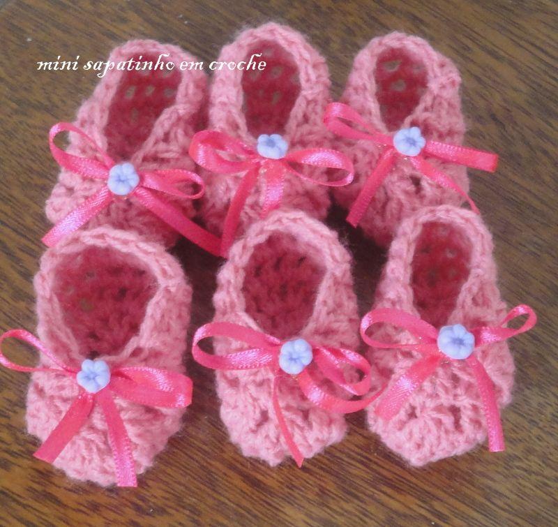 littlle crochet shoes for baby shower  sapatinhos crochetados para chá de bebe