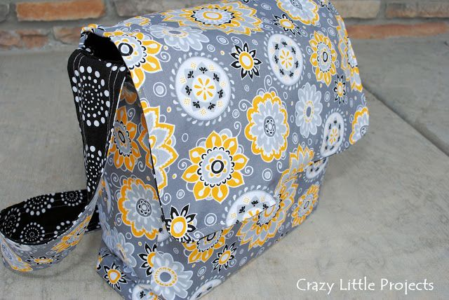 Messenger Bag Tutorial and Pattern Super easy, will be making this one with two zippered pockets inside!