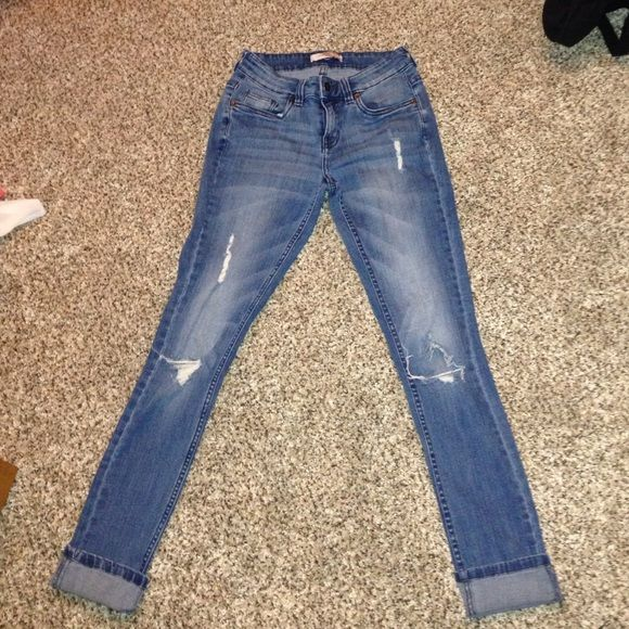 Forever 21 skinny jeans Sooo cute on! Love the holes, i just couldnt pull this look off Forever 21 Jeans Skinny