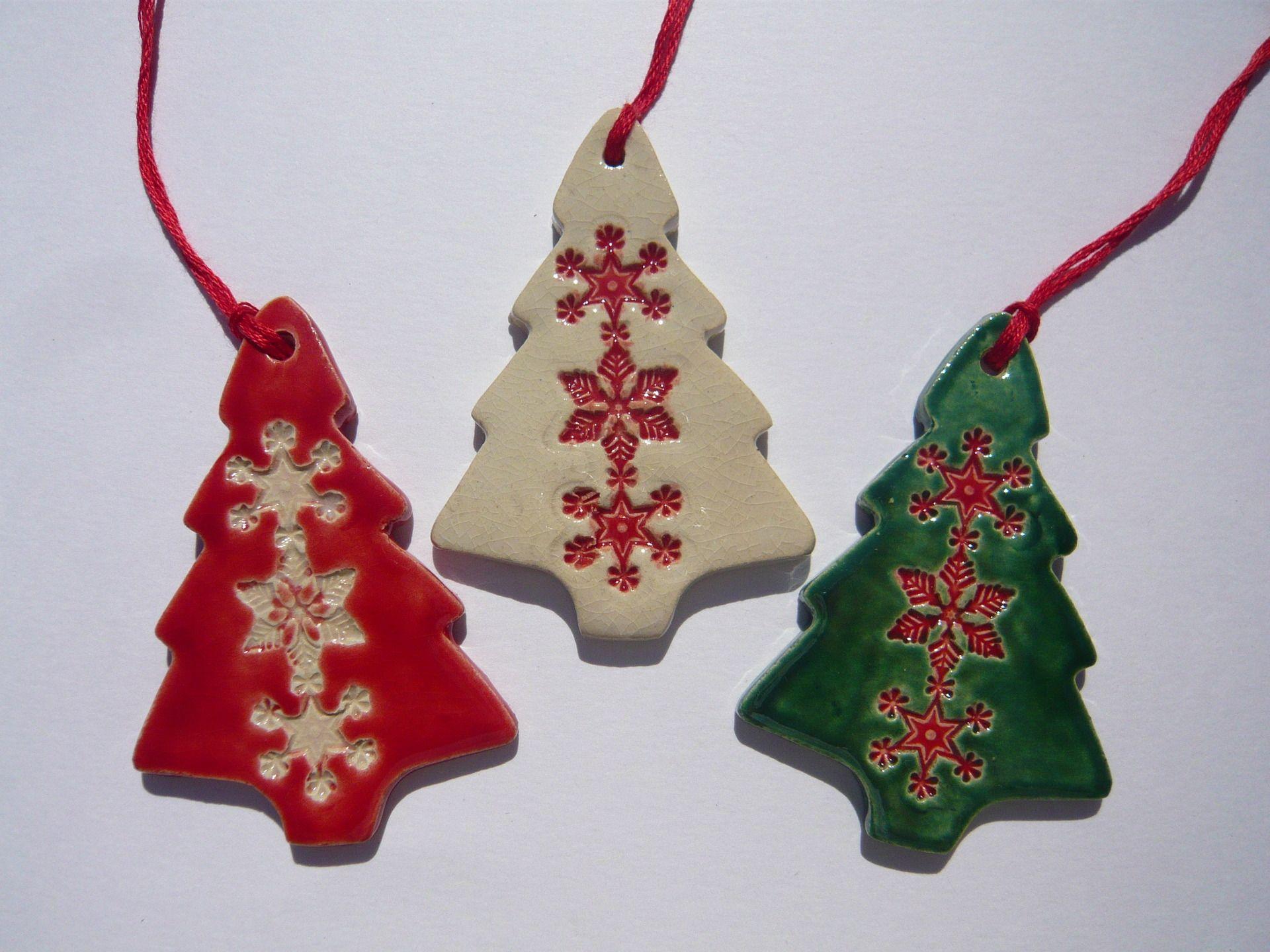 #871825 Décorations De Noël Lot De Trois Sapins En Céramique Rouge  6115 decoration de noel verte 1920x1440 px @ aertt.com
