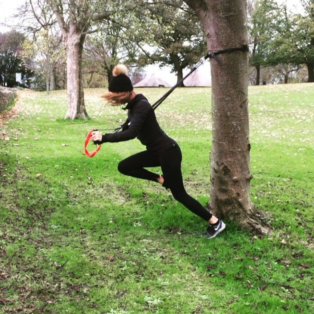 Park work out with @sarahish22 working up an appetite for some slow roast pork belly from #madebymillie #runningman #hipdrops #curtseylunge #trx #mountainclimbers #spiderman