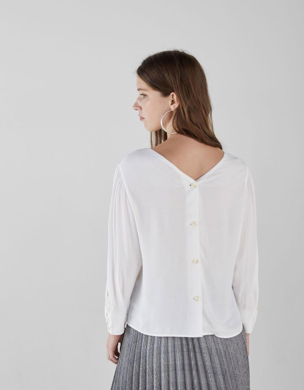 b9f53d402 Blusa com botões nas costas | Detalhes | Bershka portugal, Buttons e ...