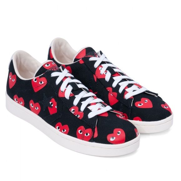 7afea43af Comme des Garcons x Play Converse Authentic and rare CDG play sneakers.  With the very distinct red playful signature hearts. Ordered and shipped  from Japan.