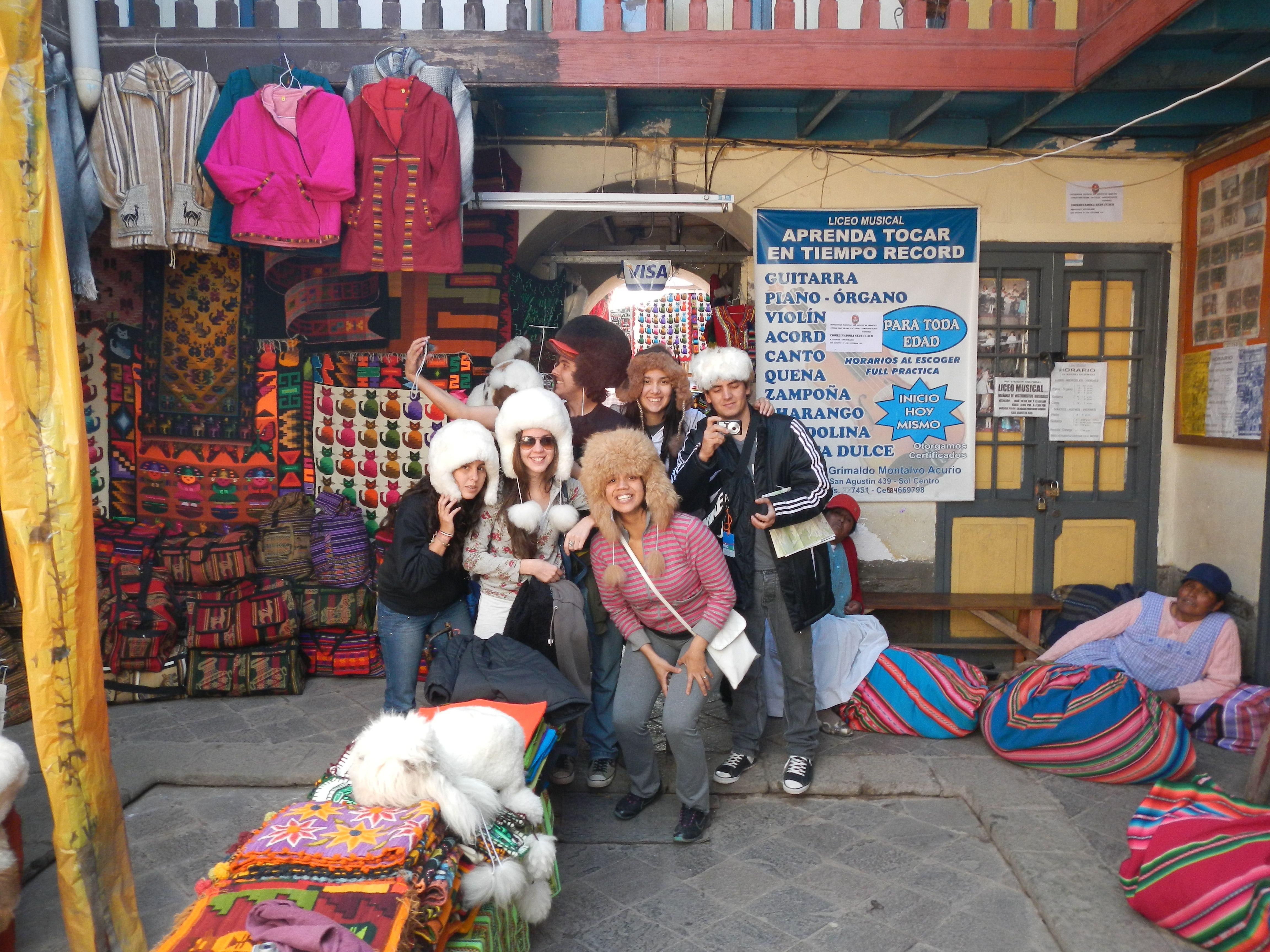 dentro de unos de los comercios en la ciudad de cuzco..
