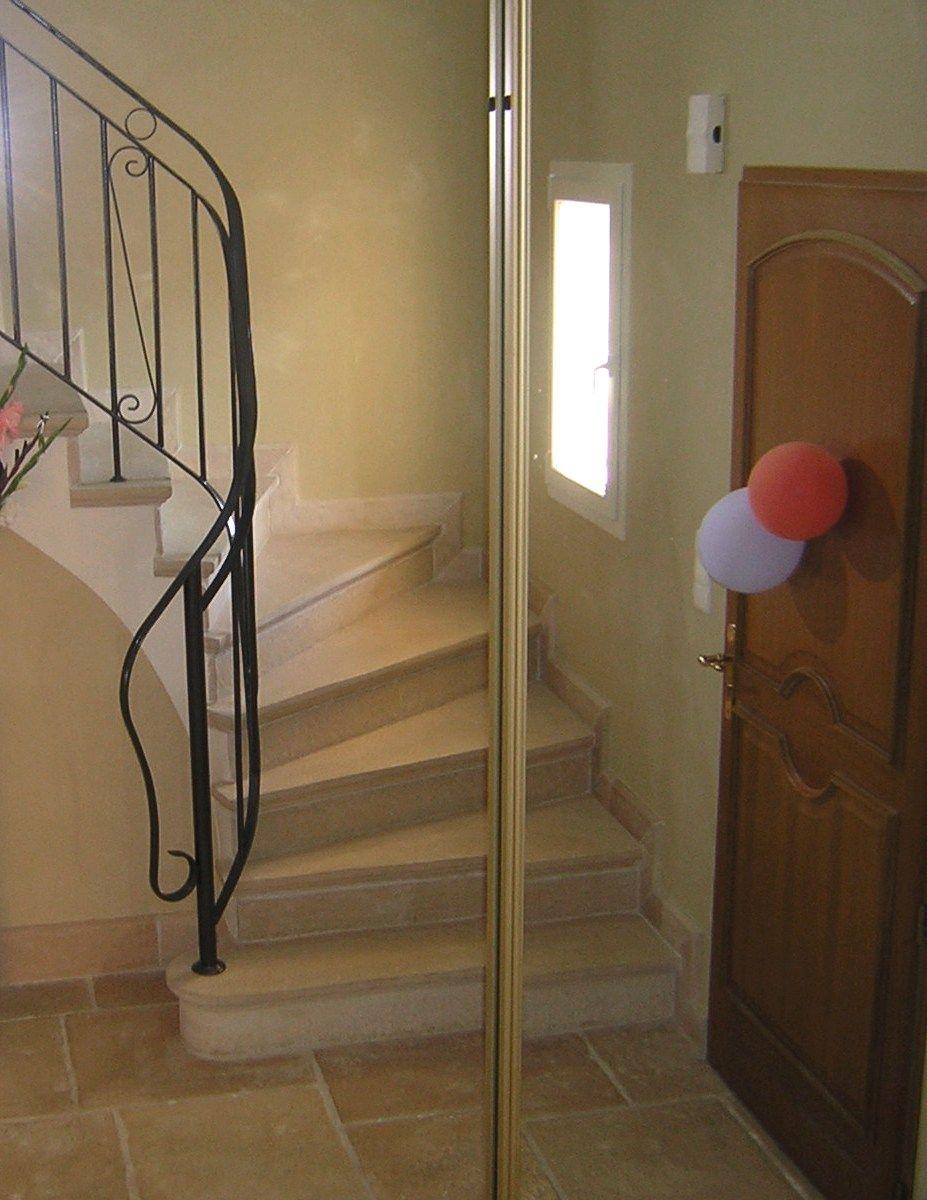 habillage rev tement d 39 escalier en marches et contremarches e escalier pierre reconstitu e. Black Bedroom Furniture Sets. Home Design Ideas