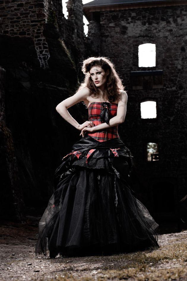 Adventure Style Extravagant Highland Wedding Tartan Style Gown By Lucardis Feist Gothic Hochzeitskleid Gothik Kleider Hochzeitskleid