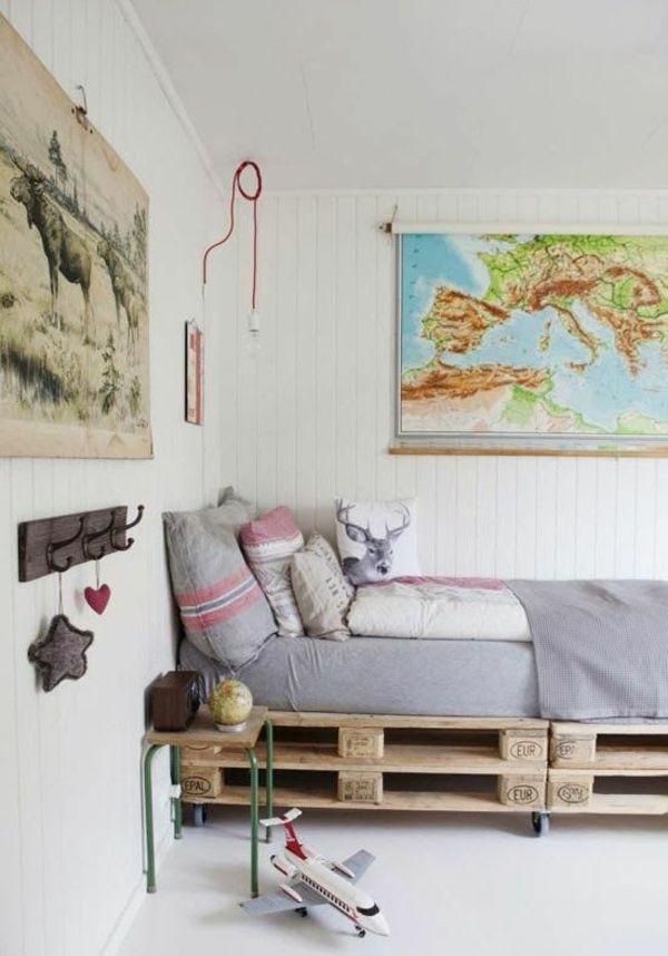bett aus paletten im eigenen schlafzimmer inspirierende beispiele bett pinterest bett. Black Bedroom Furniture Sets. Home Design Ideas