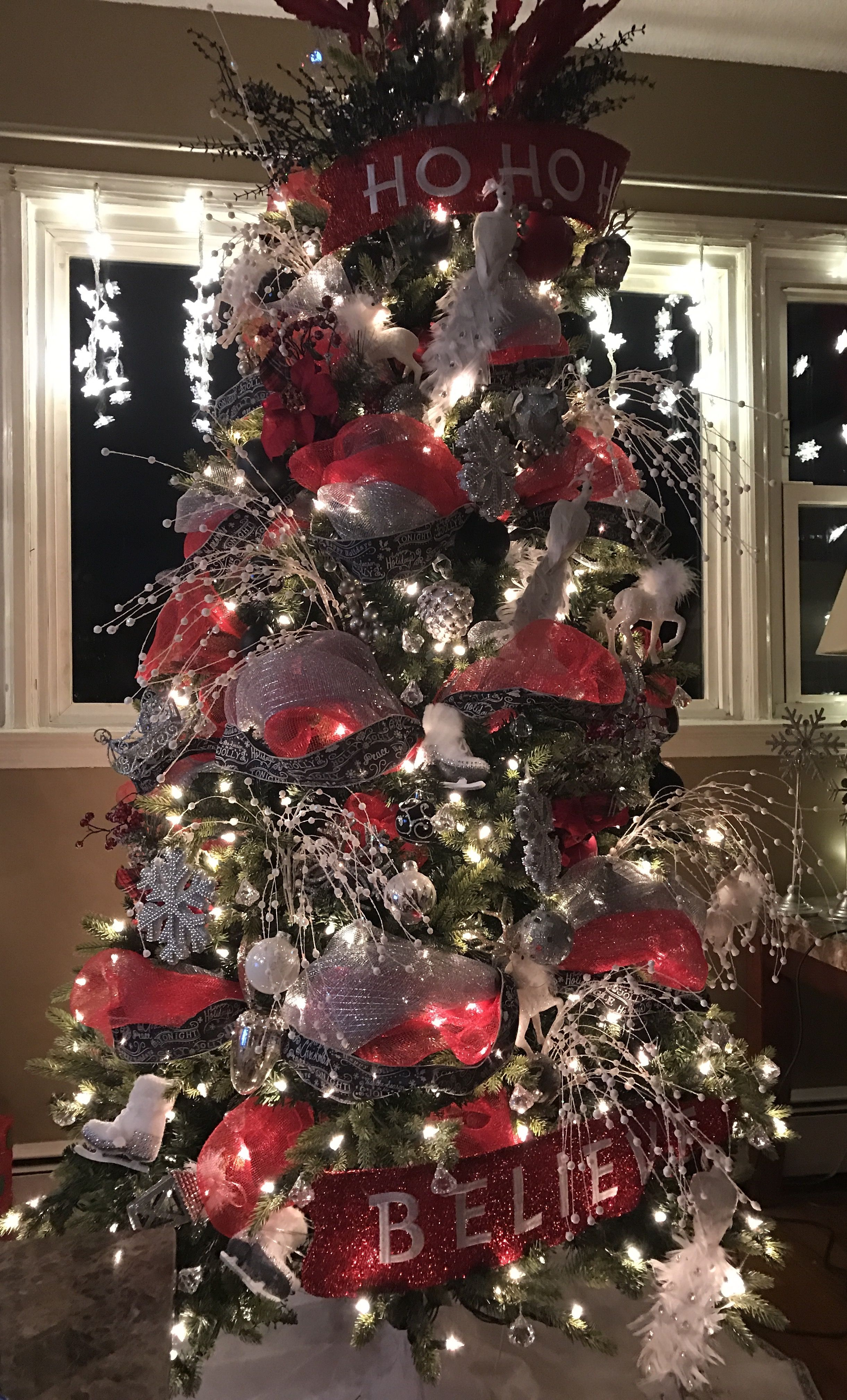 Red White Silver And Black Decorations With Deco Mesh And Holiday R White Christmas Tree Decorations Small Christmas Trees Decorated Ribbon On Christmas Tree