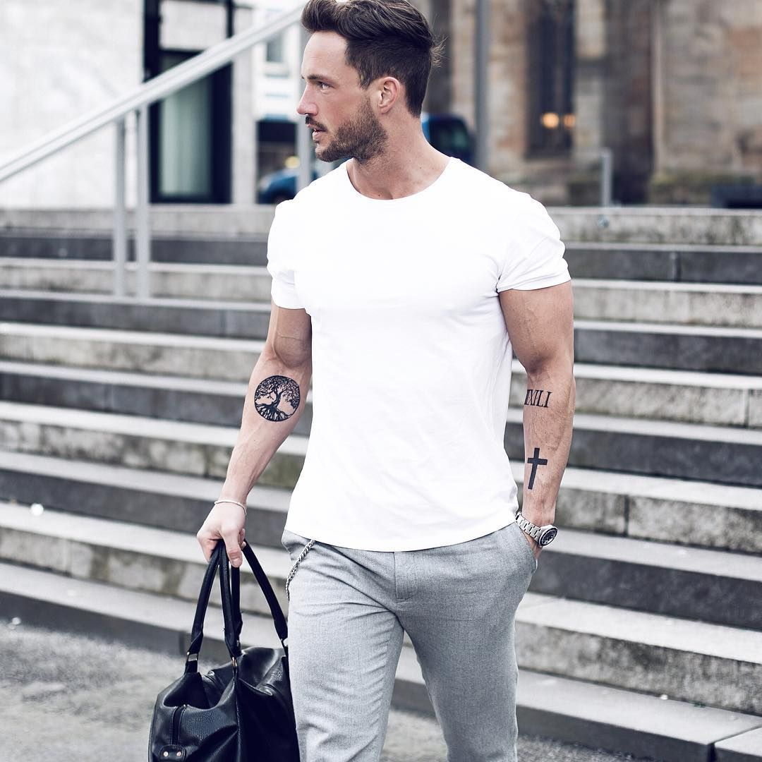 Black t shirt grey pants - Weekend Outfit Ideas For Men
