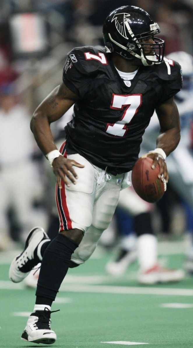 Michael Vick During His Better Days Atlanta Falcons Football Nfl Football Players Nfl Football Art