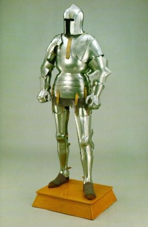 "Milan-style full plate armour 1440-1445 years ""Avant Armour"""
