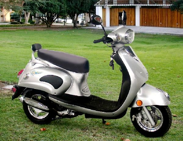 The 150cc Roadrunner Classic With Images Motor Scooters