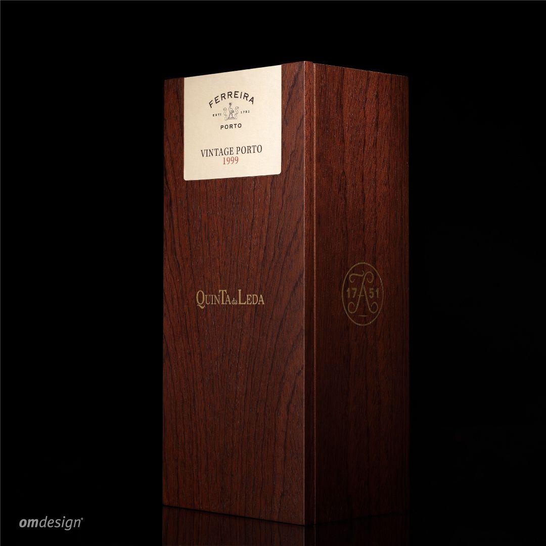 Packaging Vintage Porto Ferreira 1999 Quinta da Leda (2016)  #Omdesign #Design #Portugal #LeçadaPalmeira #Since1998 #AwardedAgency #DesignAwards #Packaging #PackagingDesign #WinePackaging #SograpeVinhos #Sogrape #OriginalLegacyWines #Ferreira #PortoFerreira #LuxuryofTime #VinhodoPorto #PortWine #IVDP