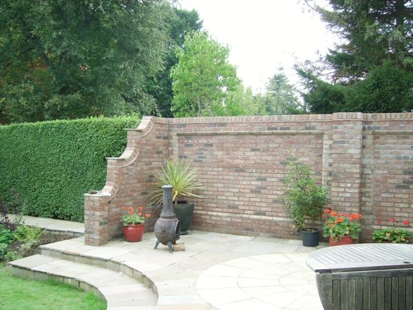 gartenmauern ziegel pflanzen treppen klappbarer tisch | garten, Hause und Garten