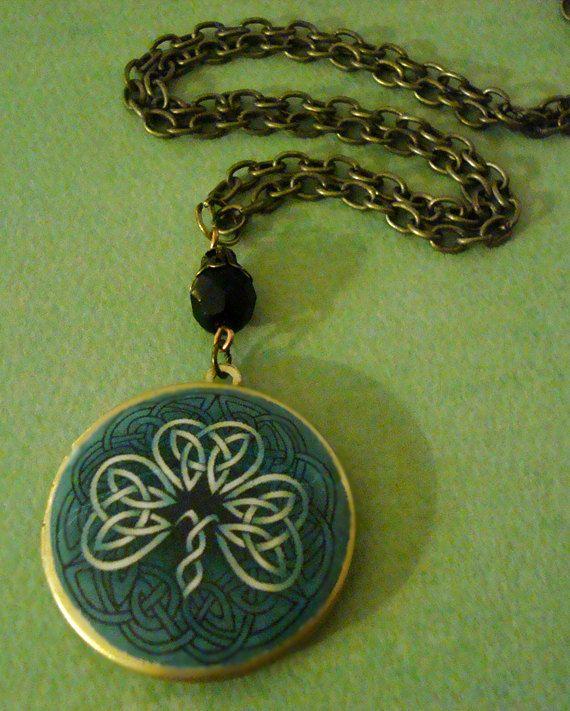 Love Celtic stuff. This is so pretty.