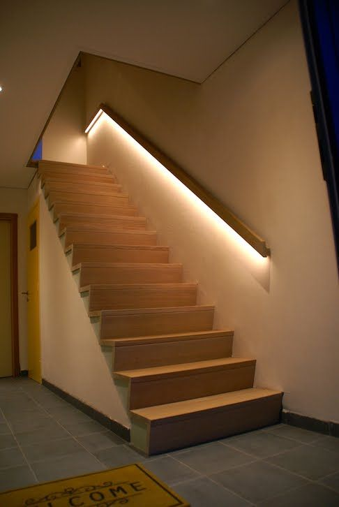 Z trap met ingewerkte led verlichting in de leuning trap pinterest led verlichting en met - Model interieur trap ...