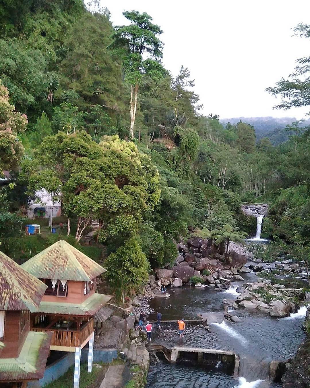 Bagian Ii Pesona Desa Wisata Ketenger Baturaden Yang Mirip Dengan Pedesaan Di Switzerland Dimana Bagian Atas Terdapat Curug Bayan Di 2020 Pedesaan Indonesia Tempat