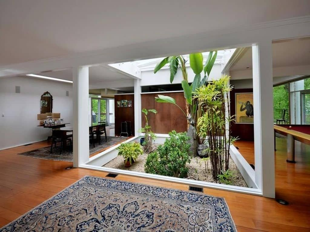 This Mid Century House In New Canaan Is A Work Of Art Mid Century Home Atrium Design Small House Design Atrium House