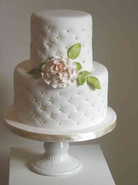 Small Wedding Cakes Pictures Small Wedding Cakes Simple Wedding Cake Wedding Cake Quilted