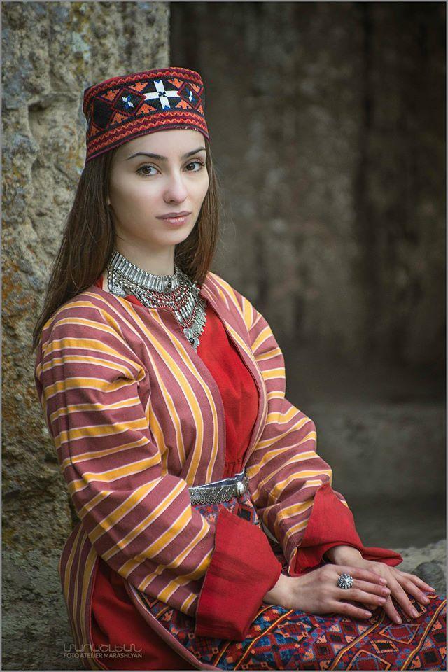 Armenian woman Foto Atelier Marshalyan  Yerevan