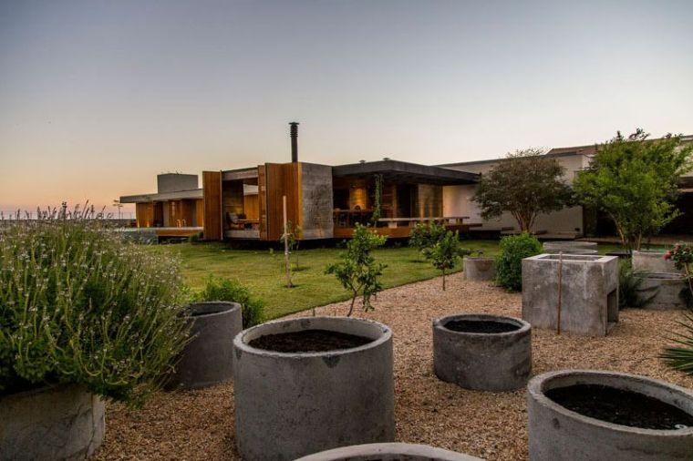 Maison bois, béton, acier et pierre par Mf+arquitetos | Home ...