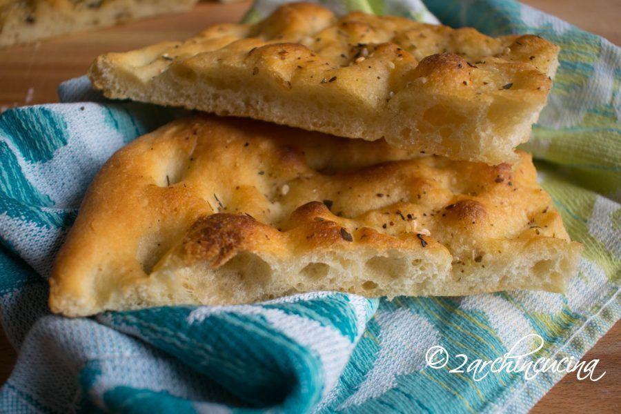 Photo of Schiacciata all'olio con erbe aromatiche – Ricetta facile |